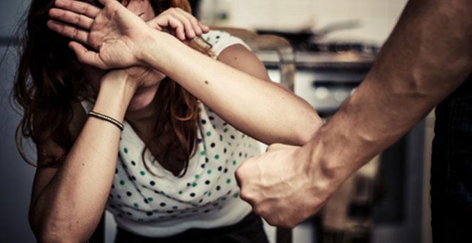 אלימות בין בני זוג